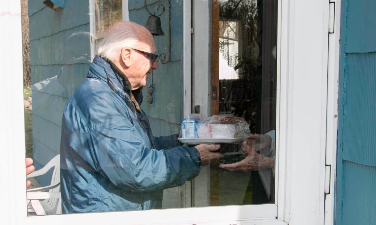 meals on wheels desperately needs volunteers right now